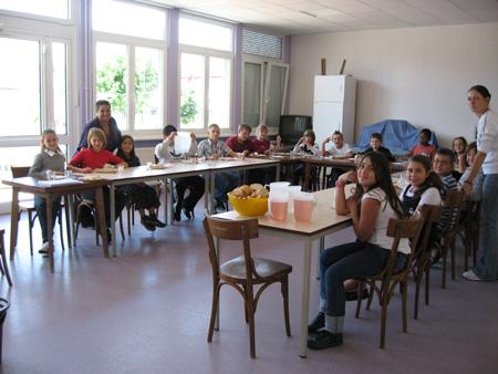 De nombreuses photos du premier repas de l'accueil périscolaire en cliquant sur ce lien !