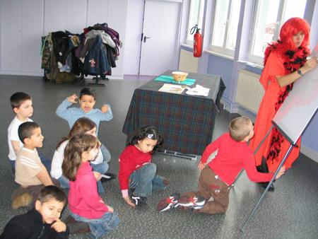 Les enfants à l'oeuvre dans le cadre de la journée sur l'Europe