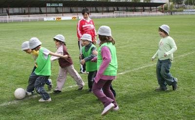 La reprise des activités de l'après-midi avec à tour de rôle ... du Football ...