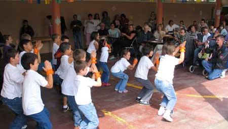 Le spectacle présenté sous le préau de l'école du Grossfeld à été très apprécié des parents !